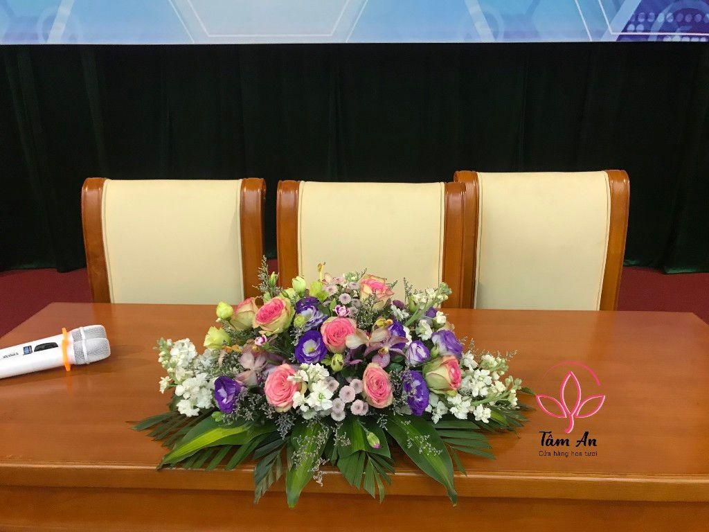 Hoa bục phát biểu, bàn đại biểu | Shop hoa Tâm An
